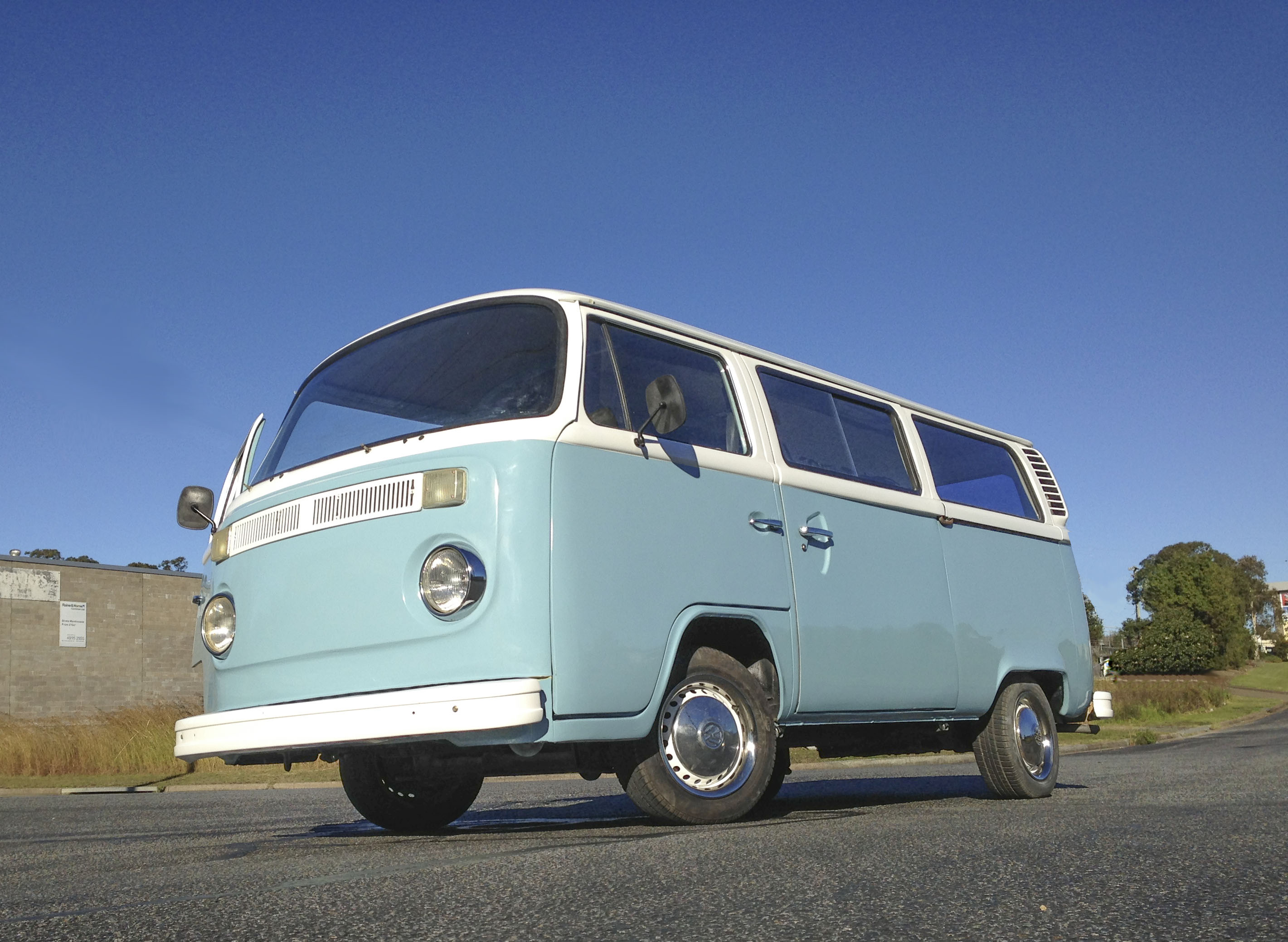 Betty Blue - The Lowered 1.8 Litre Twin Exhaust VW Kombi ...